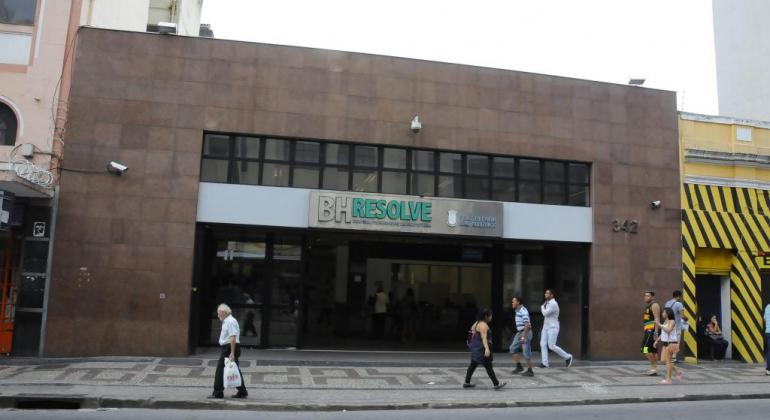 Fachada do BH Resolve, durante o dia.