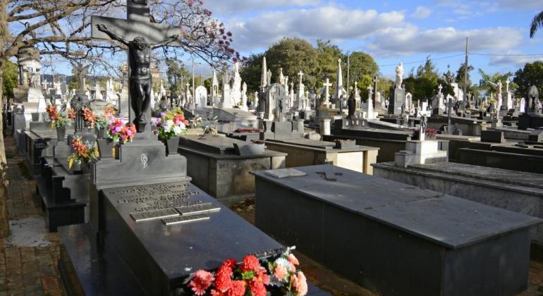 Resultado de imagem para cemitérios e túmulos