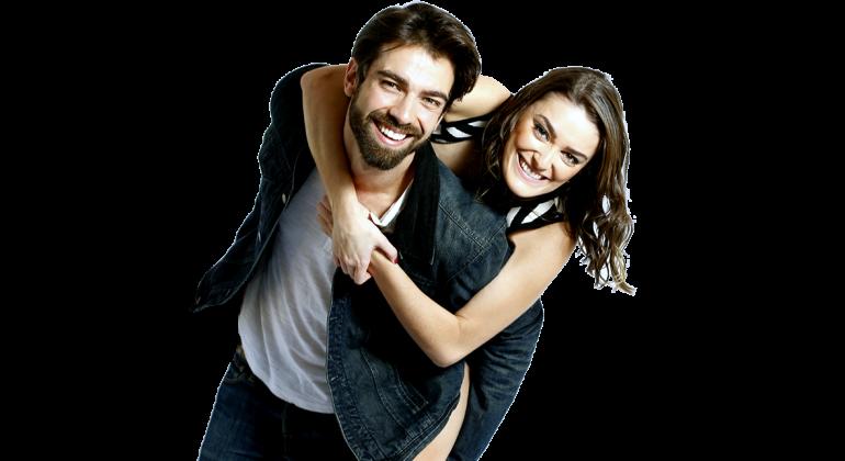 Resultado de imagem para casal abraçado