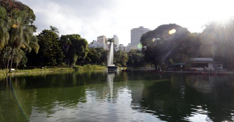 Lago e chafariz do Parque Municipal
